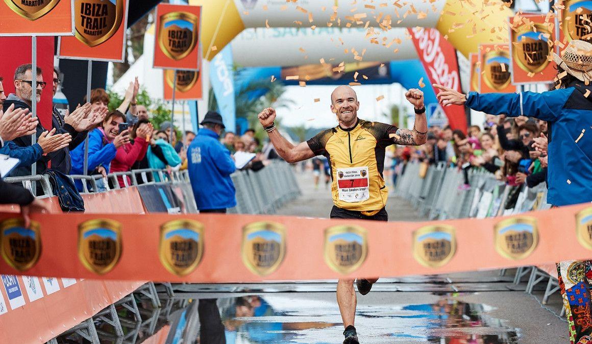 Ragna Debats y Miguel Caballero reinan en Ibiza Trail Maratón