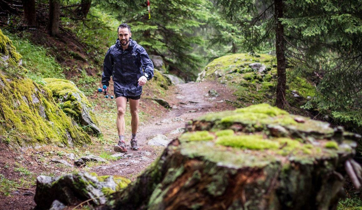 Diez chaquetas impermeables para correr por montaña