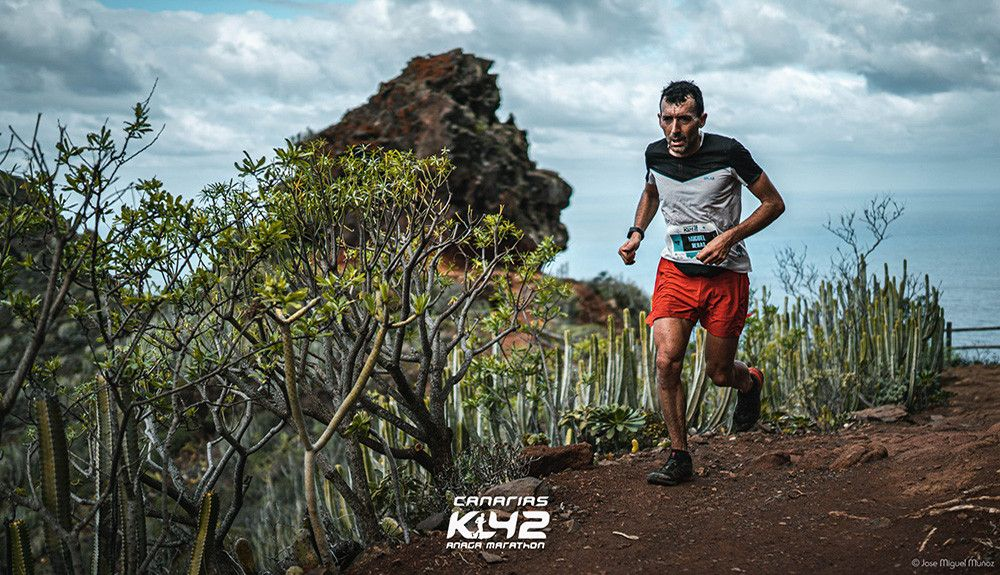 Miguel Heras e Yngvild Kaspersen vencedores de K42 Canarias Anaga
