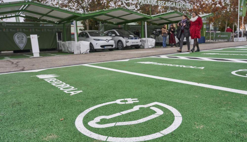 """El recinto ferial cuenta con el """"Parking recarga eléctrica Iberdrola"""