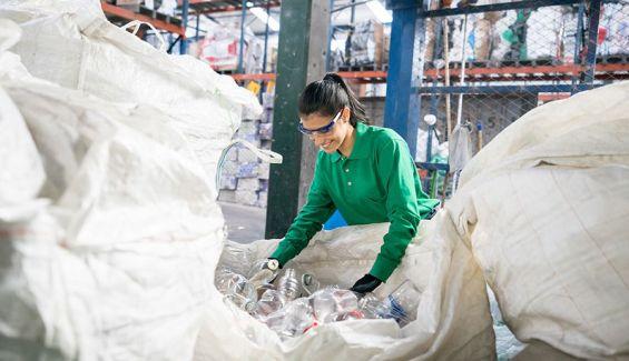 España firma en Bruselas el Pacto del Plástico