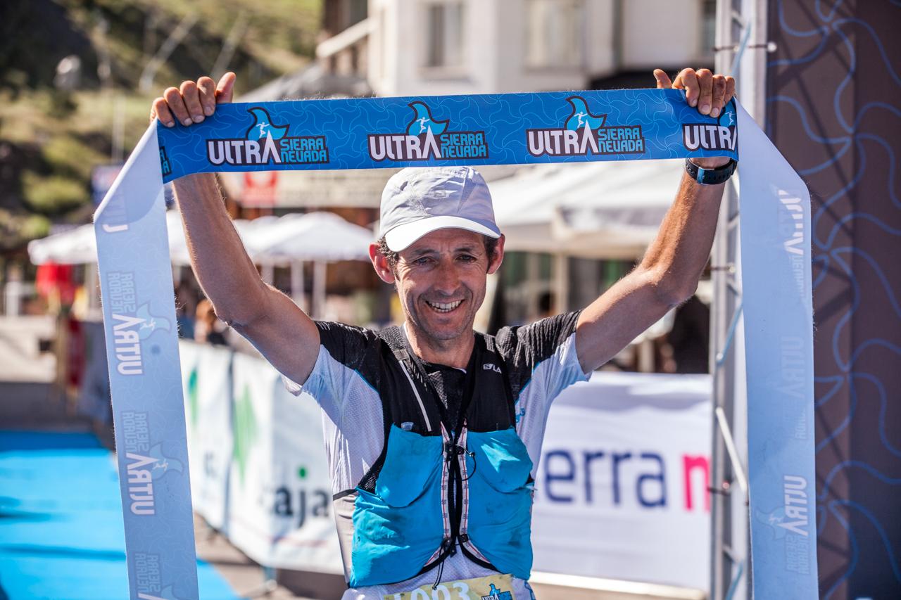 Miguel Heras se impone en la Ultra Sierra Nevada de los récords